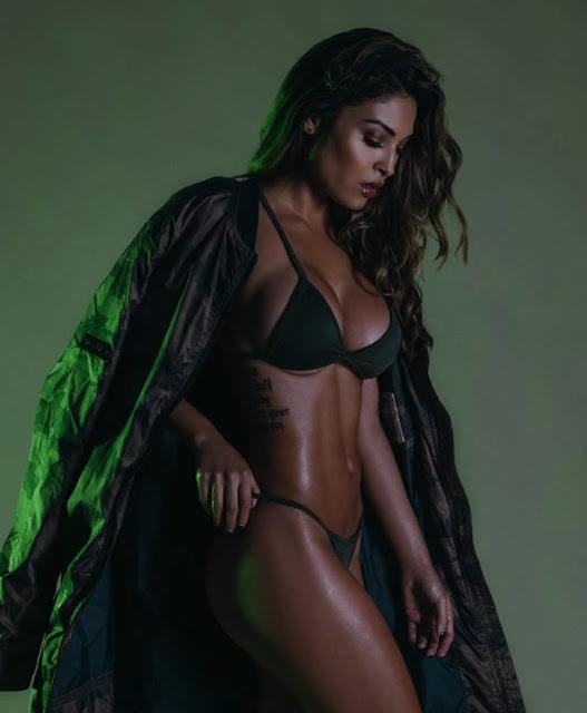 Chameleon_Model_Johanna_Gomez_Captured_in_a_New_Set_by_Martin_Murillo_2016_03-768x933