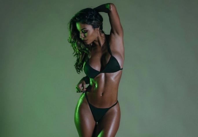 Chameleon_Model_Johanna_Gomez_Captured_in_a_New_Set_by_Martin_Murillo_2016_07