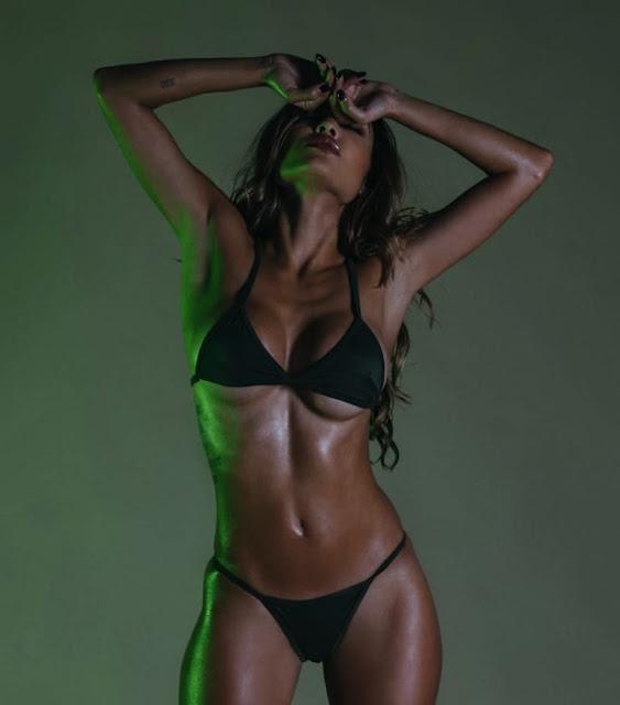 Chameleon_Model_Johanna_Gomez_Captured_in_a_New_Set_by_Martin_Murillo_2016_10-768x873