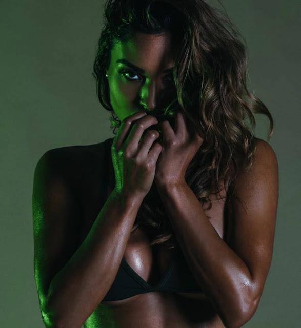 Chameleon_Model_Johanna_Gomez_Captured_in_a_New_Set_by_Martin_Murillo_2016_12-768x838