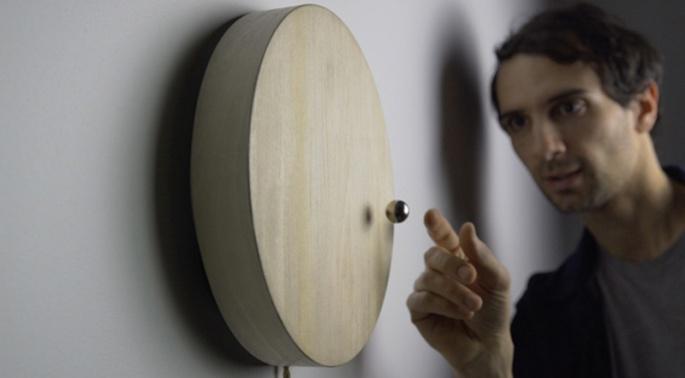 levitating-wooden-clock-150217-1110-01
