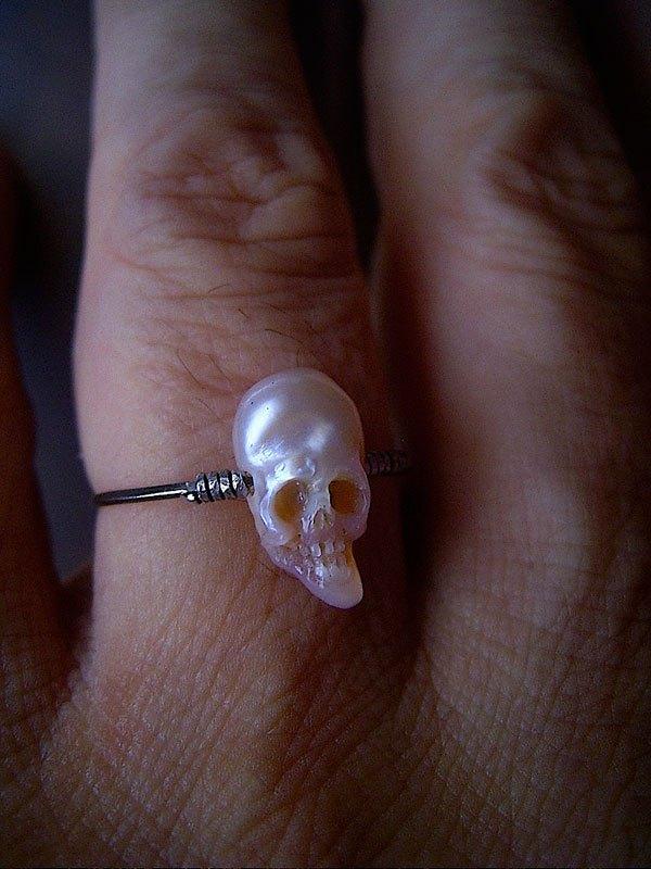 pearl-skulls-by-shinki-nakaba-12