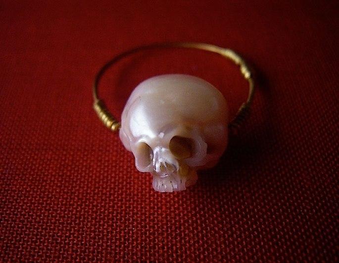 pearl-skulls-by-shinki-nakaba-18