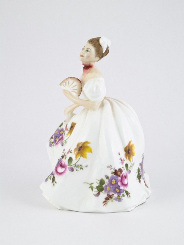Bloody-porcelain-dolls-by-Jessica-Harrison-arts-and-crafts-I-Lobo-you11