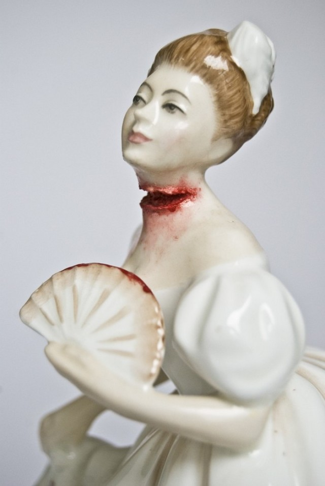 Bloody-porcelain-dolls-by-Jessica-Harrison-arts-and-crafts-I-Lobo-you8