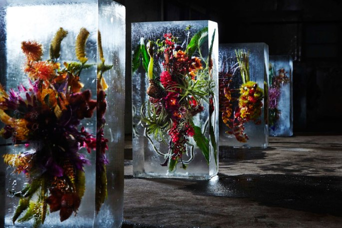 Flower-Bouquets-Frozen-in-Blocks-of-Ice-by-Makoto-Azuma-Yellowtrace-01