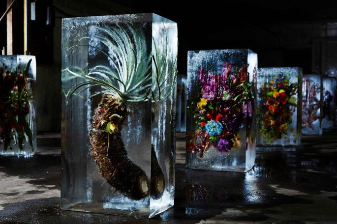 Flower-Bouquets-Frozen-in-Blocks-of-Ice-by-Makoto-Azuma-Yellowtrace-10