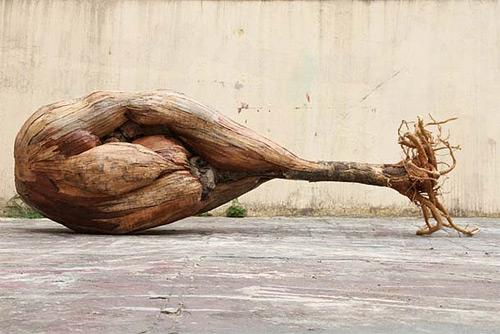 10-drumstick-like-wooden-installation