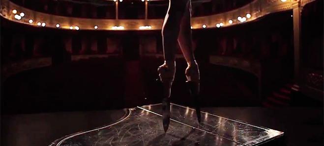 1447087102427.jpg--le_emozionanti_immagini_della_ballerina_classica_che_danza_su_lame_affilate_di_coltello