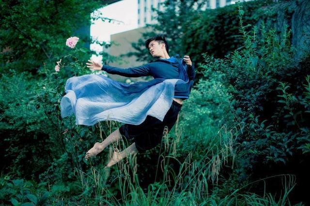 Ballet-Dancer-Flying-Trough-The-Air-011