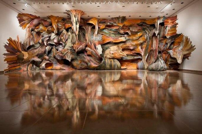 organic-wood-sculptures-henrique-oliveira-photo-nash-baker