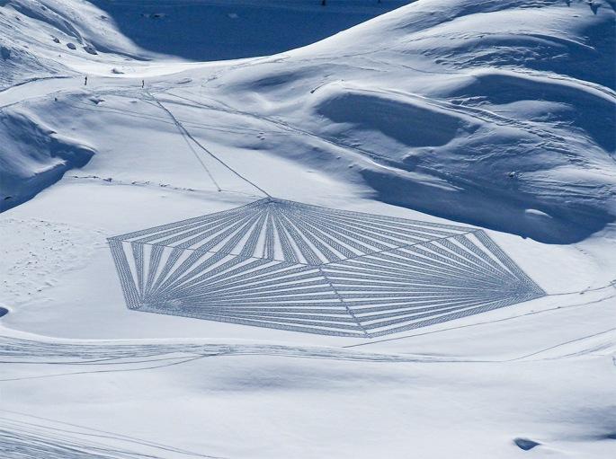 Les-nouveaux-Dessins-géométriques-dans-la-Neige-et-le-Sable-de-Simon-Beck-05