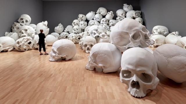 Mass-gli-enormi-teschi-dello-scultore-Ron-Mueck-Collater.al_12