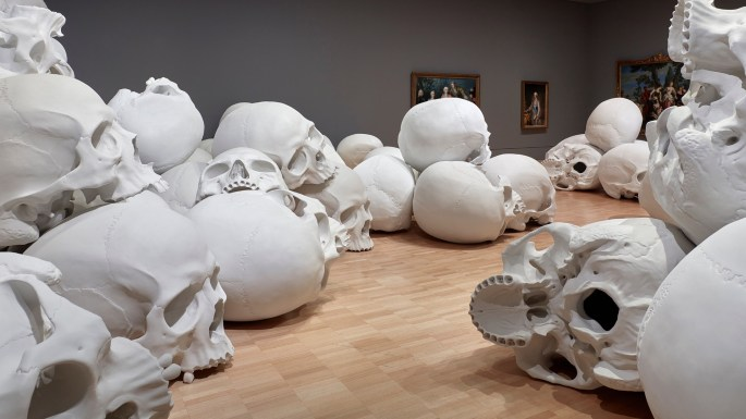 Mass-gli-enormi-teschi-dello-scultore-Ron-Mueck-Collater.al_6