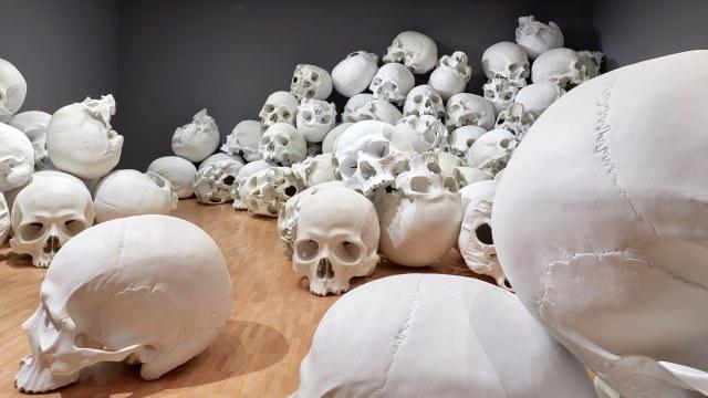 Mass-gli-enormi-teschi-dello-scultore-Ron-Mueck-Collater.al_9