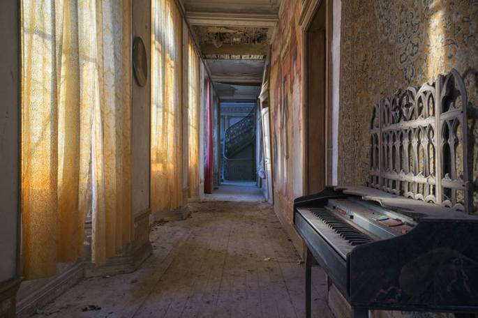 Abandoned_pianos_around_the_world22