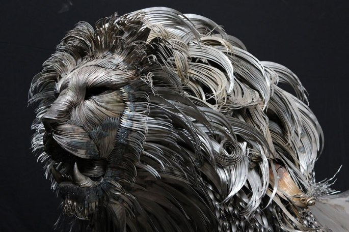 lion-sculpture-made-from-hammered-steel-by-selcuk-yilmaz-3