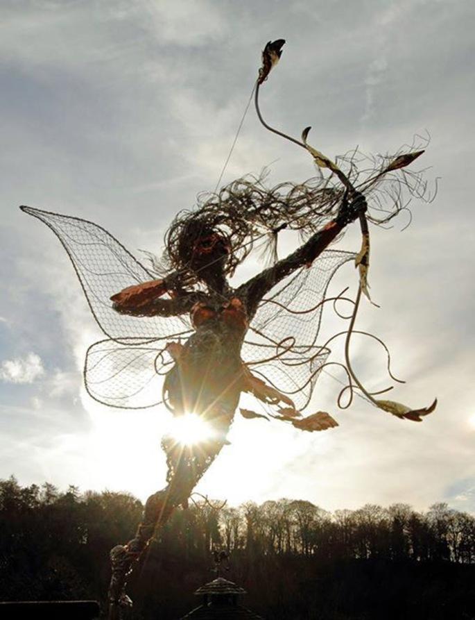 2b5268a82ba12ce9ecc68aa8f739aa6d--wire-sculptures-sculpture-art