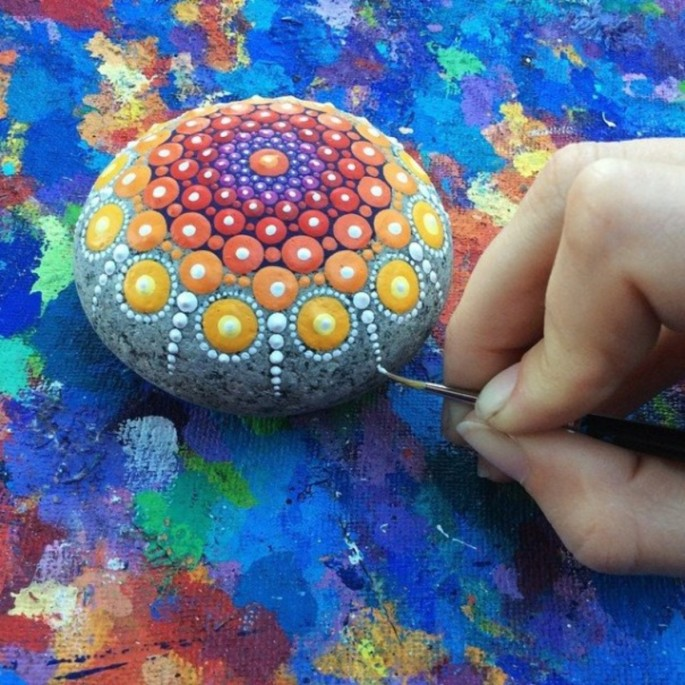 ocean-stones-turned-into-colourful-mandalas-6jpg