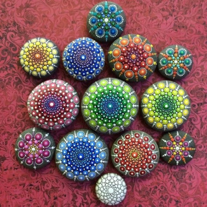 ocean-stones-turned-into-colourful-mandalas-9jpg