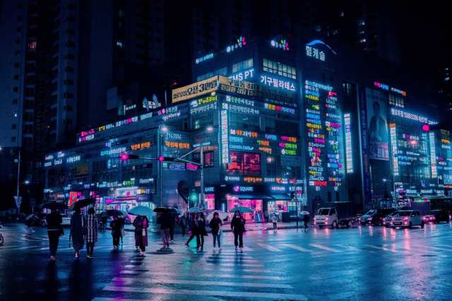 cyberpunk-neon-and-futuristic-street-photos-of-seoul-by-steve-roe-16