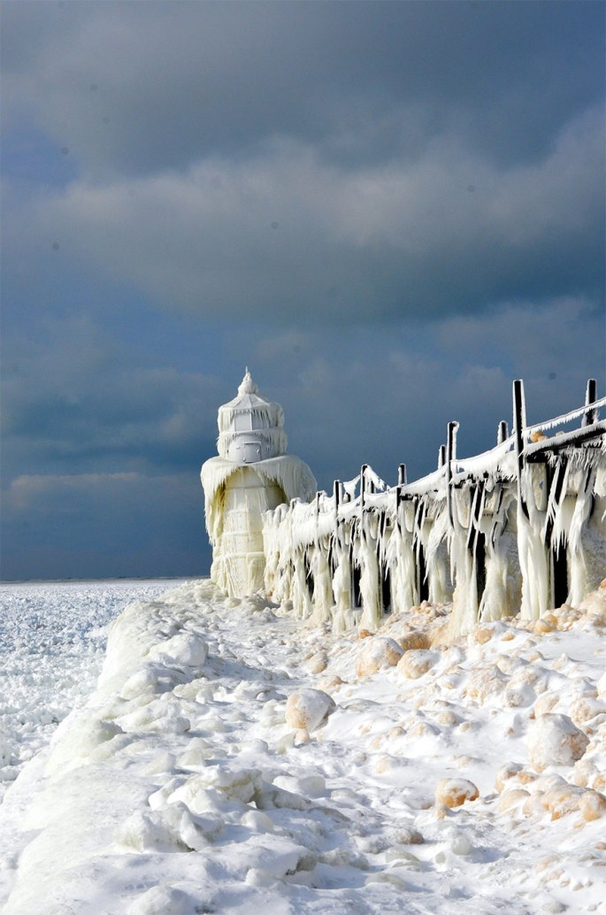 ice-shards-frozen-lake-michigan-5c938d6ab64ee__880