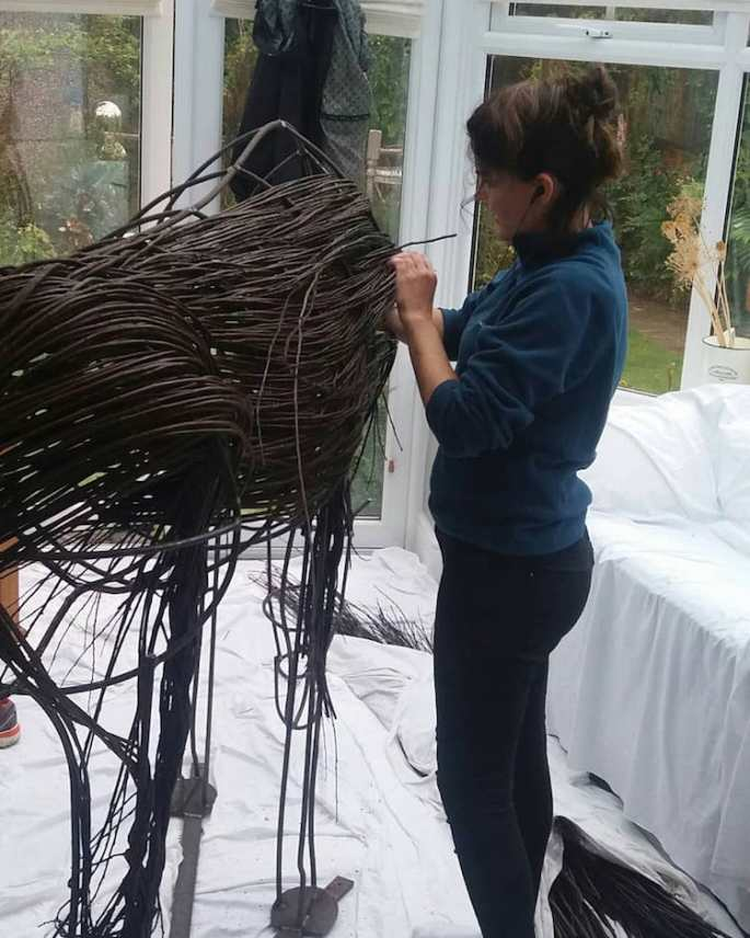 outdoor-sculptures-anna-and-the-willow-5
