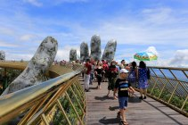 giant-hands-holding-up-golden-bridge-on-ba-na-hills-da-nang-vietnam-8